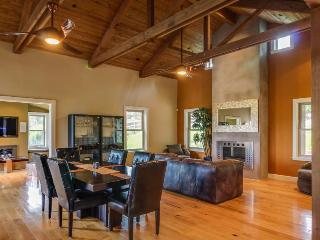 Upscale mountain view farmhouse w/ home theater & patio! - Cambria vacation rentals