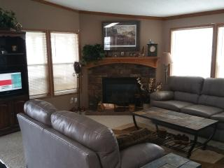 Beautiful 3 bedroom Lake Home in Central Mn - Darwin vacation rentals