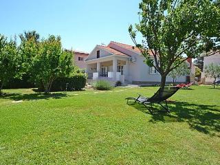 3 bedroom House with Internet Access in Raslina - Raslina vacation rentals