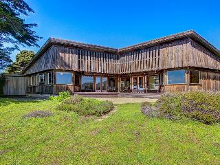 Oceanside home w/classic Sea Ranch architecture, shared pool, & 1 dog ok! - Sea Ranch vacation rentals