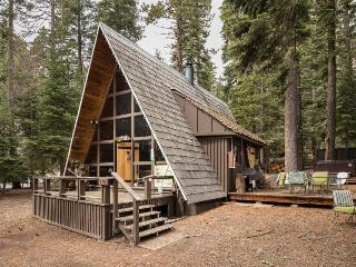 Charming A-frame with a hot tub, 2 decks & a great location! - Carnelian Bay vacation rentals