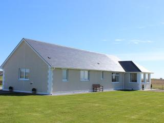 Beautiful North Uist vacation Bungalow with Satellite Or Cable TV - North Uist vacation rentals
