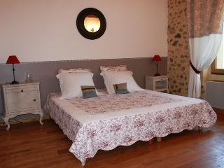1 bedroom Bed and Breakfast with Internet Access in Saint-Avit-Riviere - Saint-Avit-Riviere vacation rentals