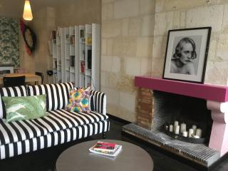 Comfortable Condo with Internet Access and Satellite Or Cable TV - Bordeaux vacation rentals