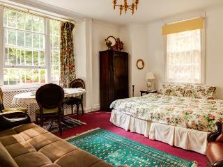 Juliette's B&B - Family Room - London vacation rentals