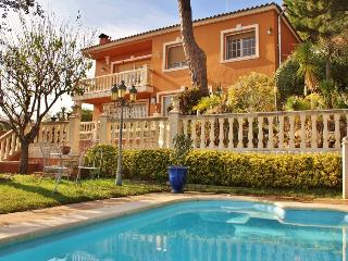 CM427 - Enjoy the beaches and countryside in this - Sant Cebria de Vallalta vacation rentals
