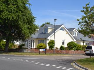 Lazy Days, Mudeford, Family holiday Cottage - Christchurch vacation rentals