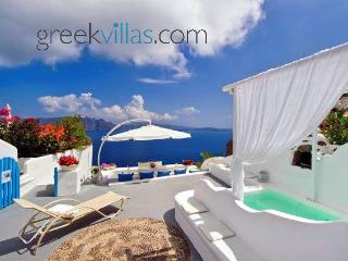 Greek Villas Santorini - Dream Blue Villa with outdoors jacuzzi - Santorini vacation rentals