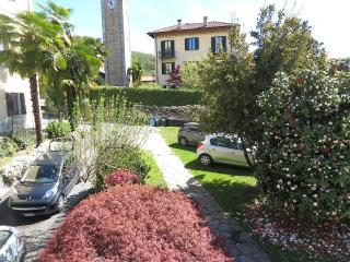 Nice Condo with Internet Access and Garden - Vignone vacation rentals