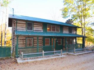 Huckleberry Inn located on Middle Creek - Pigeon Forge vacation rentals
