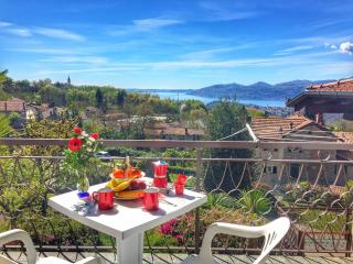 Nice Apartment with Balcony and Water Views - Vignone vacation rentals