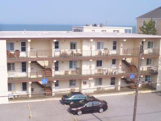 2 bedroom Apartment with A/C in Ocean City - Ocean City vacation rentals