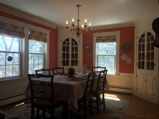 4 bedroom Colonial in Lexington neighborhood - Lexington vacation rentals