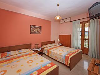Nice 5 bedroom Condo in Ierissos with Internet Access - Ierissos vacation rentals