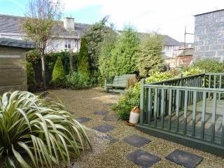 17 AN ROSEN, pet-friendly stylish cottage, open fire, garden, Dungarven Ref 928889 - Dungarvan vacation rentals