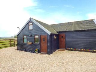 THE NOOK, woodburner, pet-friendly, good cycling and walking, Louth, Ref 933315 - Louth vacation rentals