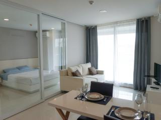Exclusive 1-bedroom apartment for 2 people - Pattaya vacation rentals