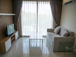 Modern 1-bedroom apartment with pool view - Pattaya vacation rentals