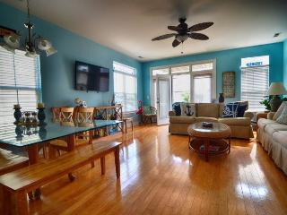 Perfect Apartment with Deck and Internet Access - Carolina Beach vacation rentals