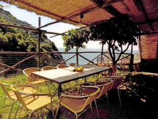 Romantic 1 bedroom Maiori Condo with Deck - Maiori vacation rentals