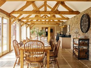 The Barns at Upper House - Old Byre, 4 Bedrooms sleeps 10, Hot Tub, dog friendly - Lyonshall vacation rentals