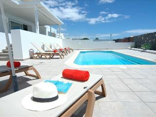Comfortable Puerto Calero Villa rental with Internet Access - Puerto Calero vacation rentals