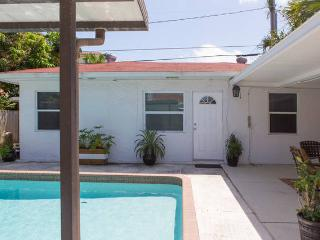 Cozy Cottage in great neighborhood - West Palm Beach vacation rentals