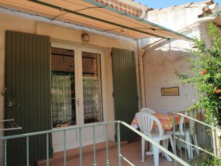 Nice Studio with Microwave and Washing Machine - Mas-Blanc-des-Alpilles vacation rentals