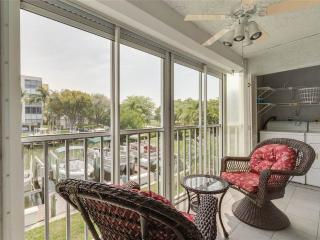 Royal Pelican 111, 2 Bedroom, Canal View, Elevator, Heated Pool, Sleeps 6 - Fort Myers Beach vacation rentals