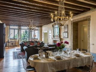 Palazzo Cesana - Luxury and bright apartment in the Center of Asolo - Asolo vacation rentals