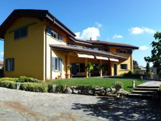 Lago di Como B&B immerso nel verde - Capiago Intimiano vacation rentals