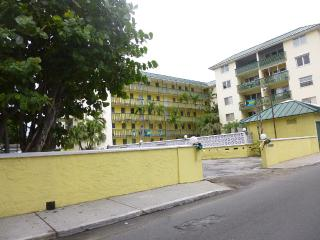 SHORT WALK TO BEACH & TOWN - Nassau vacation rentals