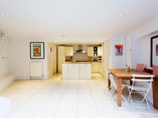 Nice House with Internet Access and Washing Machine - London vacation rentals