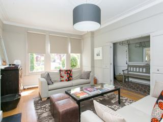 Beautifully Modern 4 bed home in Stylish Crouch End - London vacation rentals