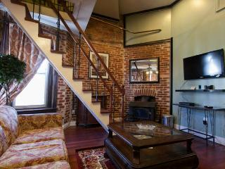 The Perfect 4 Bedroom Home with Patios and Parking - Washington DC vacation rentals