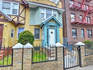 1BR Brooklyn Apartment w/ Wifi and Walking Distance to Restaurants! Minutes from Manhattan, Barclay's Center & More! - Brooklyn vacation rentals