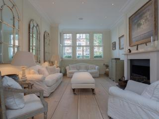Bright 7 bedroom London House with Internet Access - London vacation rentals