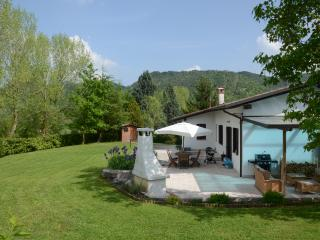 Family friendly holiday home with large garden - Monfumo vacation rentals