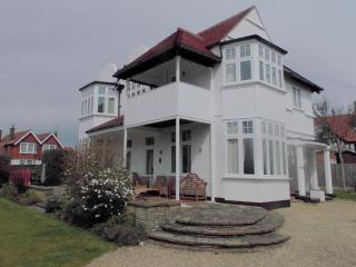 HIGHCROSS Third avenue Frinton on sea - Frinton-On-Sea vacation rentals