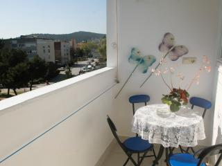 Comfortable 2 bedroom Split Condo with Internet Access - Split vacation rentals