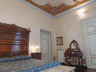 Appartamento Siena centro storico Verbena - Siena vacation rentals