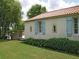 Le Riqueteee - Saint-Denis-du-Payre vacation rentals