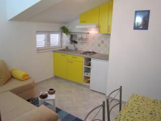 TH04231 Apartments Jarić / Two bedroom Žuti A1 - Novi Vinodolski vacation rentals