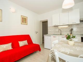 TH03535 Apartments Robert / One Bedroom A1 - Prigradica vacation rentals