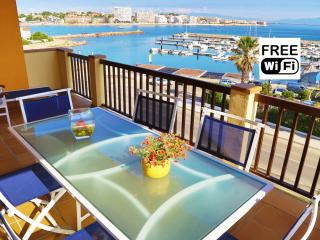 Holiday seafront apartment in La Escala with pool - L'Escala vacation rentals