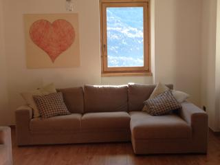 Nice Ski chalet with Balcony and Central Heating - Grosotto vacation rentals