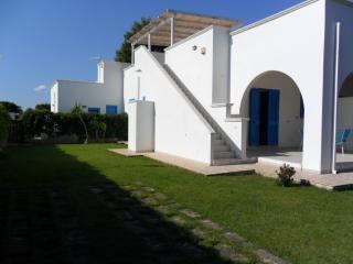 villetta a campomarino con giardino privato - Campomarino vacation rentals
