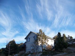 5 Bdrm,  2.5 acre Ranch! Sleeps 10! 5 bdrm, 3 bath Ranch! 10 minutes to lake - Big Bear Lake vacation rentals