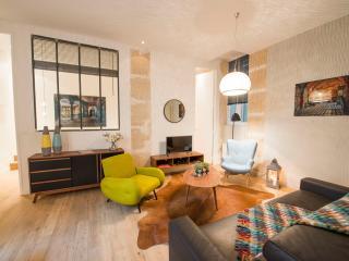 Bulle, 2BR/2BA, 6 people - Paris vacation rentals