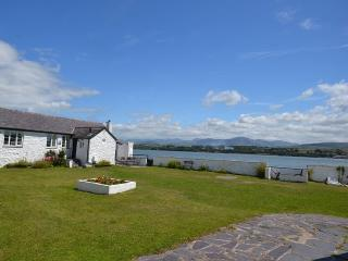 Gorgeous 2 bedroom Brynsiencyn House with Garden - Brynsiencyn vacation rentals
